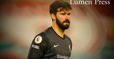 Liverpool's goal keeper, Alison Becker